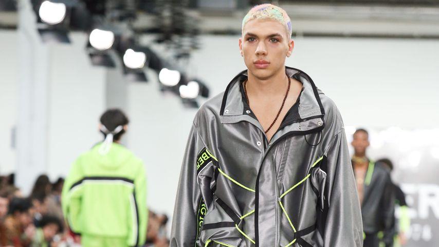 Elias Becker im Juni 2019 bei der London Fashion Week auf dem Catwalk für Iceberg