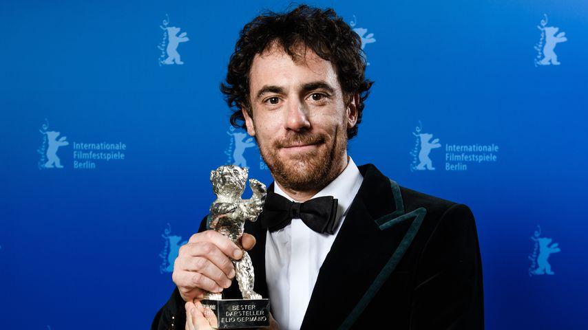 """Elio Germano mit einem Silbernen Bären für """"Bester Schauspieler"""" bei der Berlinale 2020"""