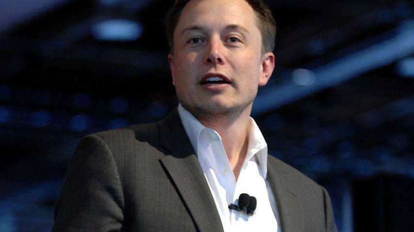 Elon Musk bei einer Pressekonferenz in Detroit im Januar 2010