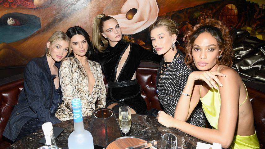 Elsa Hosk, Kendall Jenner, Cara Delevingne, Hailey Bieber und Joan Smalls