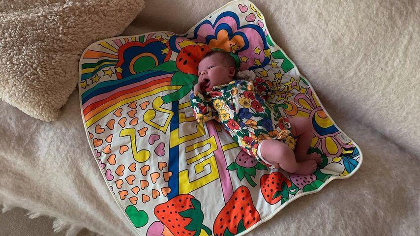 Knuffig: Model Elsa Hosk teilt neues Babybild von Tuulikki