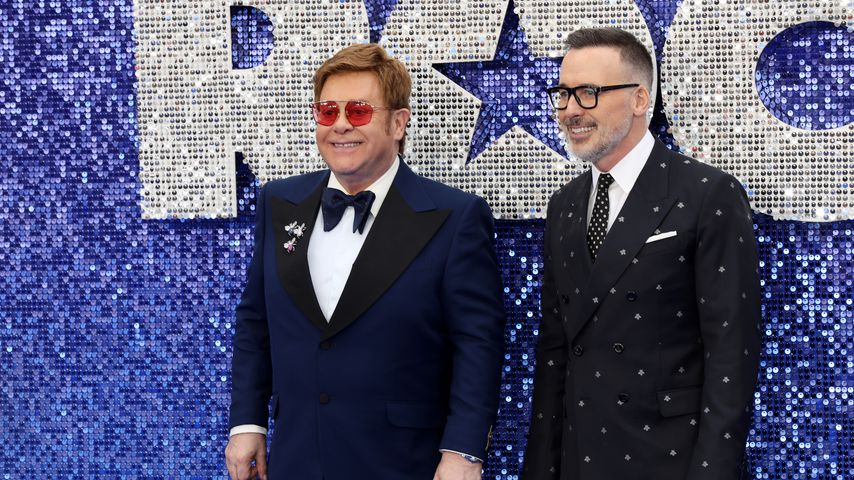 "Elton John und David Furnish bei der ""Rocketman""-Premiere in London im Mai 2019"