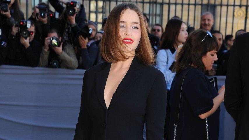 Wow! Emilia Clarke verzaubert im heißen Business-Mini