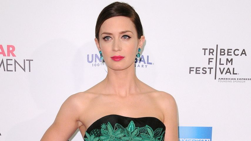 Trägt Emily Blunt etwa ein Kiffer-Kleid?
