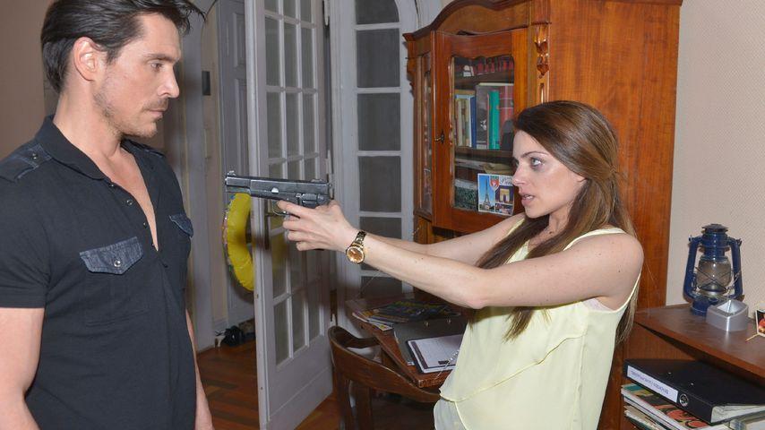 Drama bei GZSZ: Emily bedroht David mit einer Waffe!