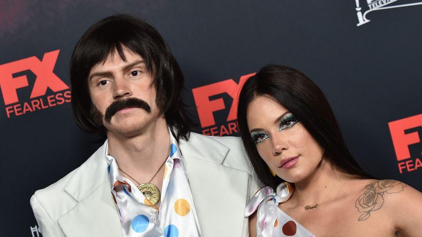 Evan Peters und Halsey bei einer Halloween-Party