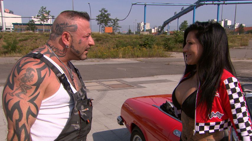 "Fabrizio (Fernando Dela Vega) und JJ (Julia Jasmin Rühle), Szene aus ""Berlin - Tag & Nacht"""