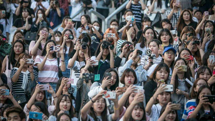 Fans bei einem K-Pop-Konzert von SHINee
