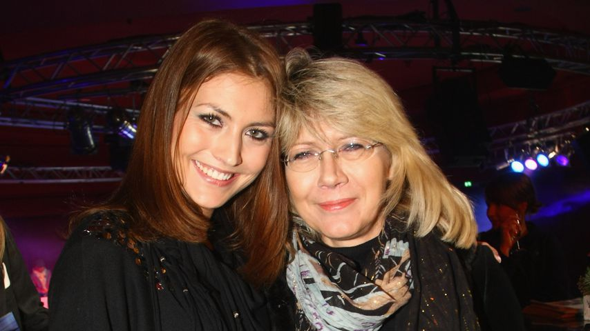 Fiona Erdmann mit ihrer Mutter Luzie, Dezember 2009