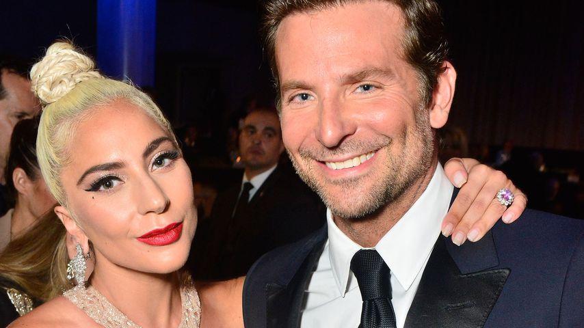Hat Bradley Cooper hier Lady Gagas Lippenstift am Mund?