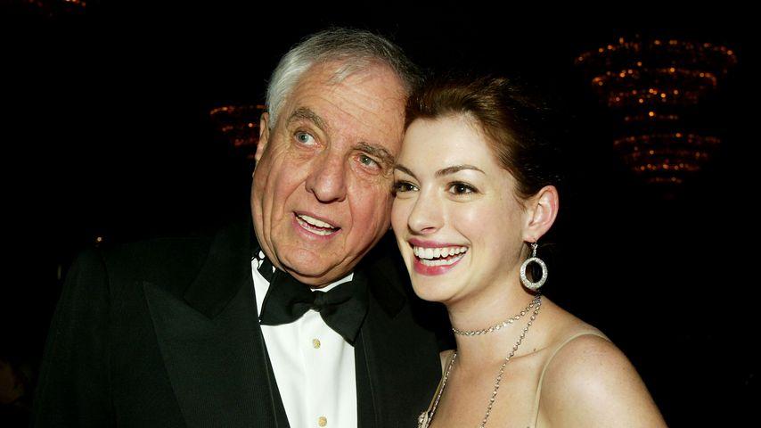 Garry Marshall und Anne Hathaway 2004