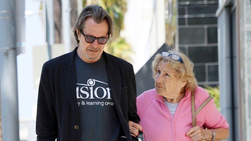 Tolles Paar: Gary Oldman geht mit seiner Mutter (95) shoppen