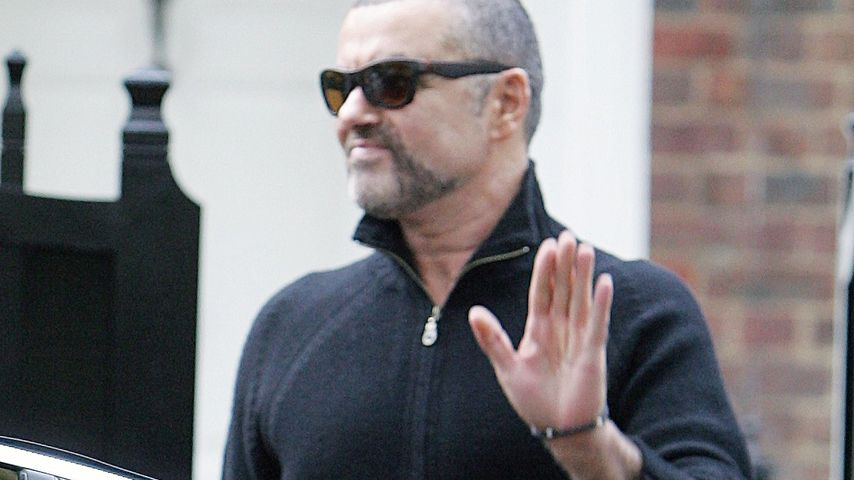 George Michael vor seinem Haus in London