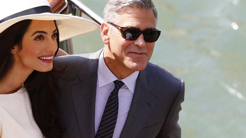 Amal Alamuddin und George Clooney während in Hochzeit in Venedig