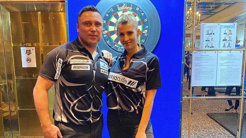 Gerwyn Price und Sarah Harrison bei der Promi-Darts-WM 2020