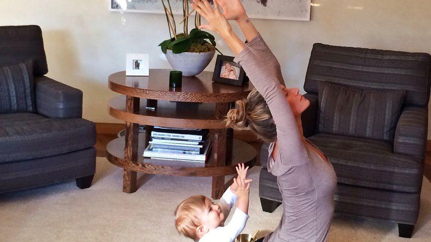 Süßer Sonnengruß: Gisele Bündchen & ihre Tochter beim Yoga!