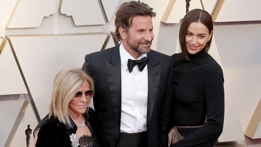 Mit Mama & Irina: Bradley Cooper rockte den Oscar-Teppich!