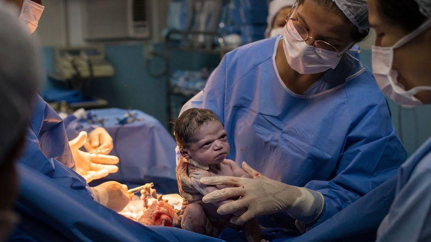 """Mürrisches Mini-Mädchen: """"Grumpy Baby"""" wird zum Netz-Hit!"""