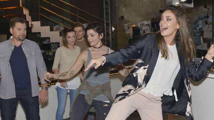 Janina Uhse mit ihren GZSZ-Kollegen