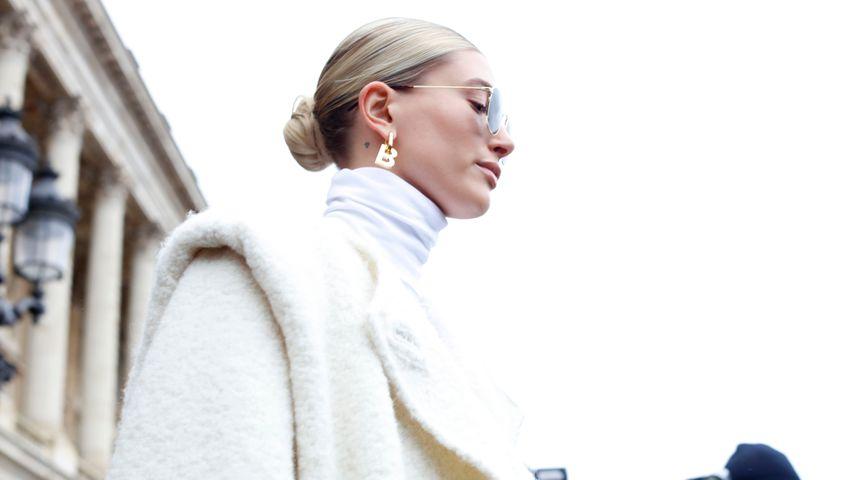 Hailey Bieber bei der Fashion Week in Paris im Februar 2020