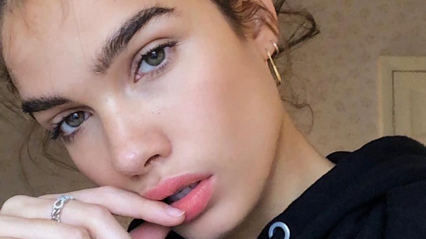 Hana Cross, Model