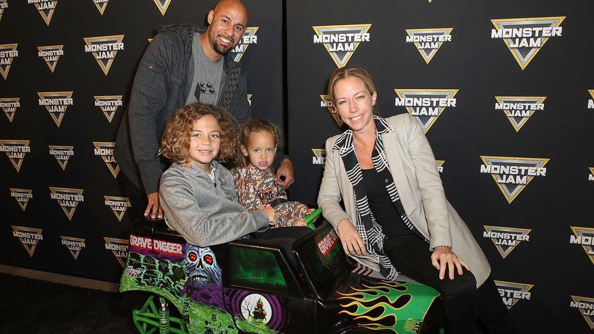Hank Baskett und Kendra Wilkinson mit ihren beiden Kids (Mitte) auf dem Monster Jam Celebrity Event