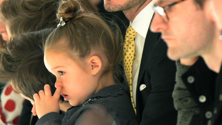 Harper Seven und David Beckham bei der Fashion Show von Victoria