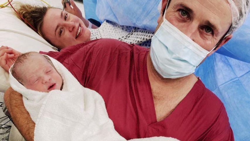 Hayley Erin und ihr Mann kurz nach der Geburt ihrer Zwillinge