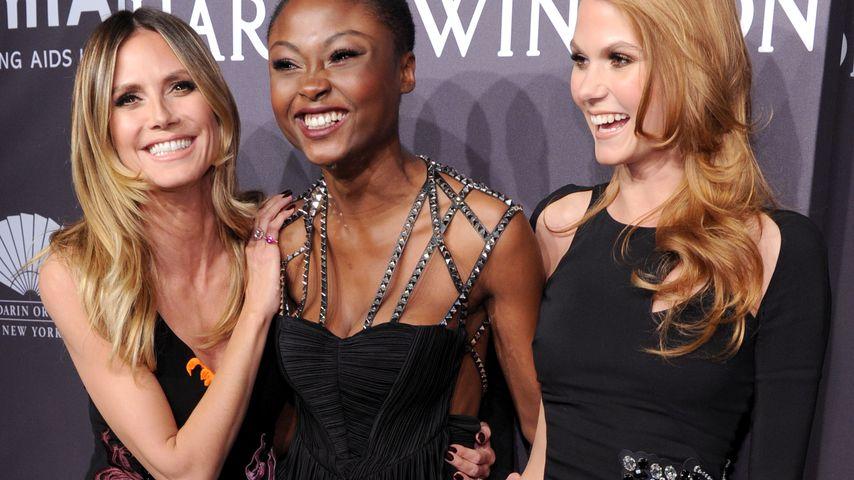 Heidi Klum mit den GNTM-Girls Leticia Wala-Ntuba und Lynn Petertonkoker bei der AmfAR-Gala