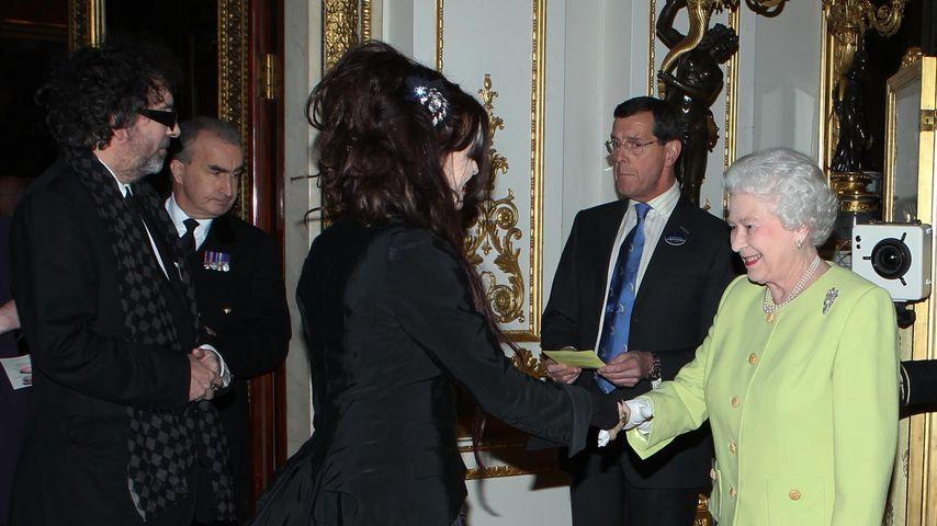 Helena Bonham Carter und Queen Elizabeth II. im Buckingham Palast, 2012