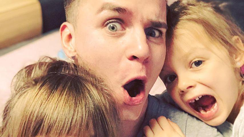 Henning Merten mit seinen Töchtern Miley und Juna