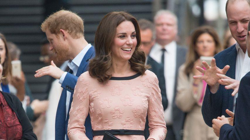 Babybauch im rosa Kleid: Doch ein Mädchen für Herzogin Kate?