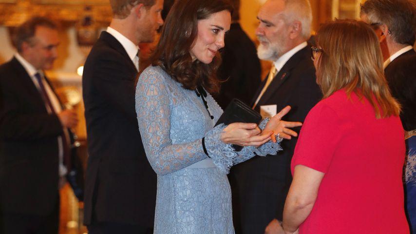 Endlich! Hier zeigt Herzogin Kate zum 1. Mal ihren Babybauch