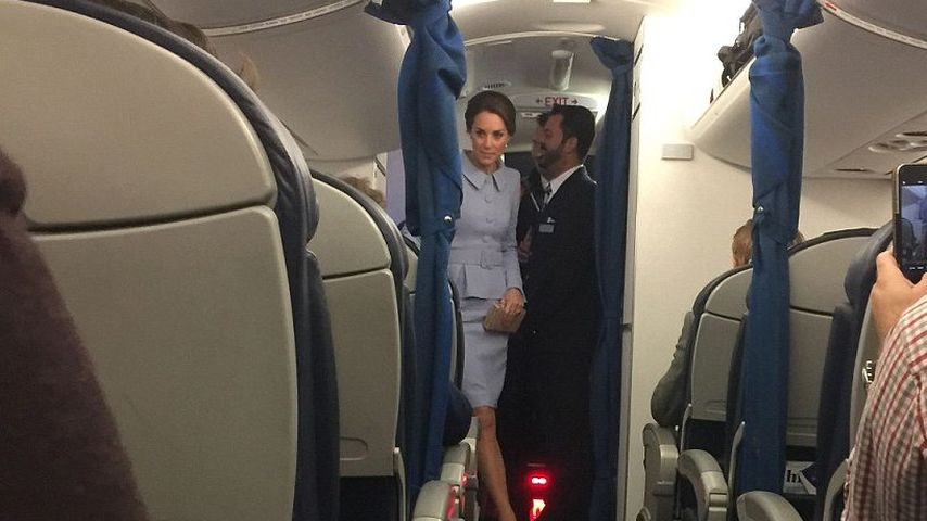 In der Holzklasse: Herzogin Kate reist ganz bodenständig!
