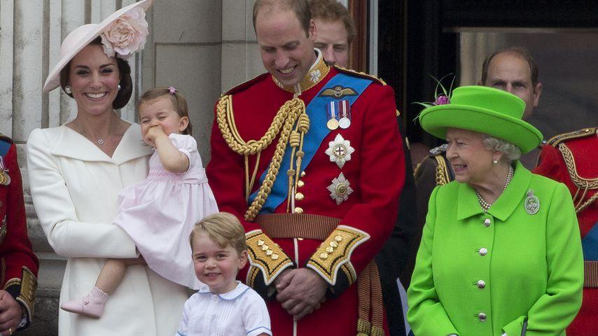 Herzogin Kate, Prinzessin Charlotte, Prinz George und William mit Königin Elizabeth im Juni 2016