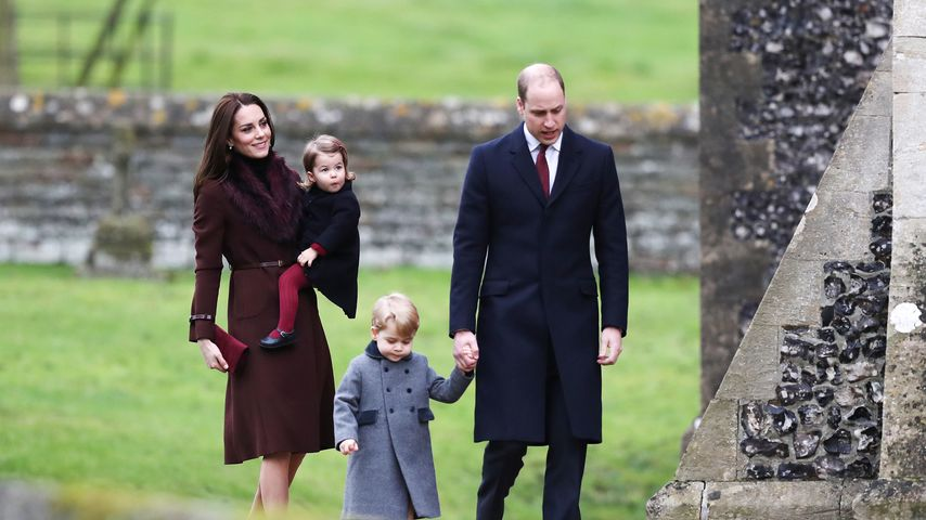 Herzogin Kate, Prinzessin Charlotte, Prinz George und Prinz William in Bucklebury