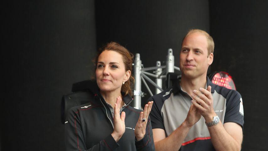 Herzogin Kate und Prinz William aufd er Bühne beim America's Cup World Serie