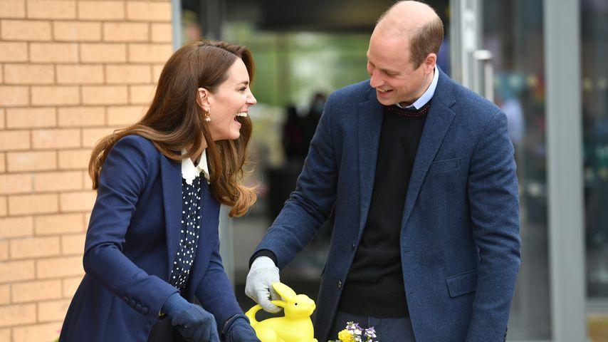 So glücklich strahlen William und Kate beim Blumenpflanzen