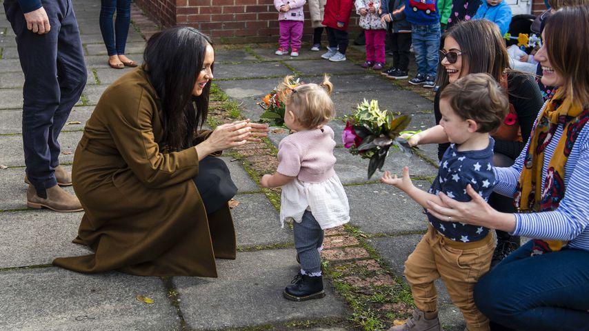 Auf Kuschelkurs: Hier zeigen Harry & Meghan ihre Kinderliebe