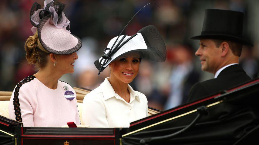 Herzogin Meghan mit Sophie von Wessex und Prinz Edward in Ascot