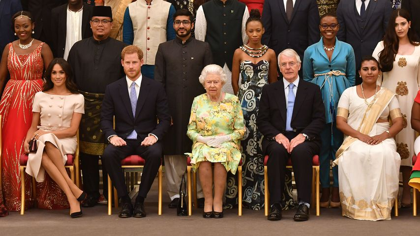 Herzogin Meghan mit Prinz Harry und der Queen bei den Queen's Young Leaders Awards