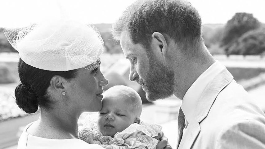 Endlich! Hier sind die ersten Fotos von Baby Archies Taufe