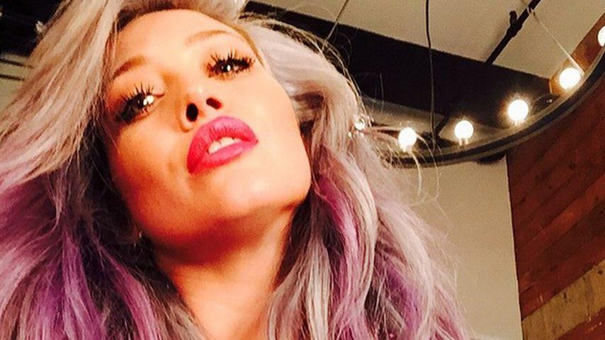 Pink & Grau: Hilary Duff schon wieder mit neuer Haarfarbe