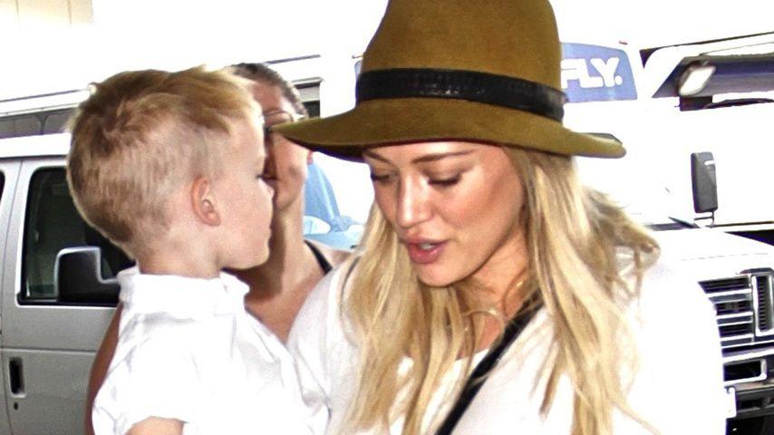 Hilary Duff mit Sohn Luca am Flughafen von Los Angeles
