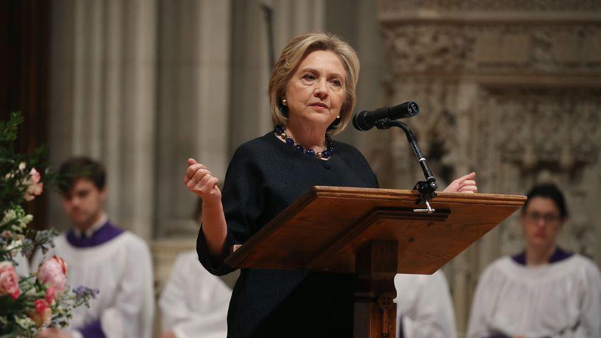 Hillary Clinton bei einer Gedenkfeier