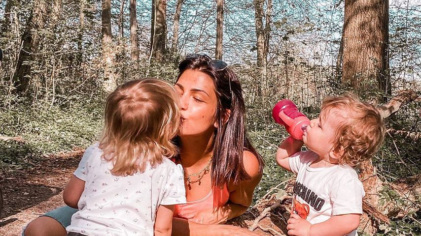 Inci Sencer mit ihren beiden Töchtern im April 2020 in Baden-Württemberg