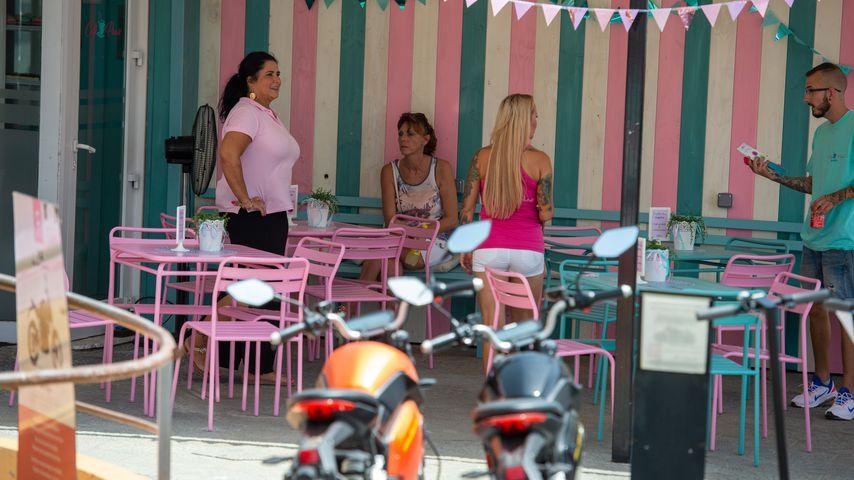 Iris Klein und Nadescha Leitze in ihrem Café auf Mallorca