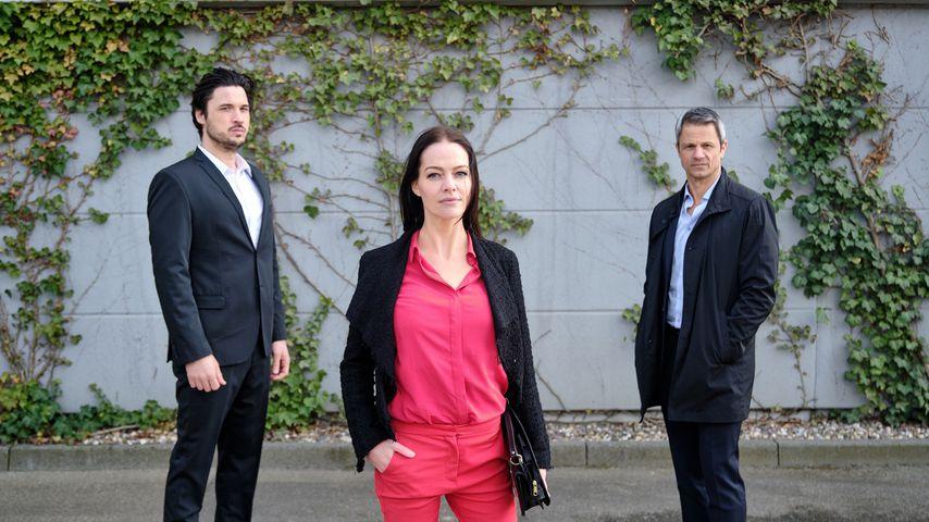 "Jakob (Alexander Milo), Yvette (Kristina Dörfer) und Benedikt (Jens Hajek) bei ""Unter uns"""