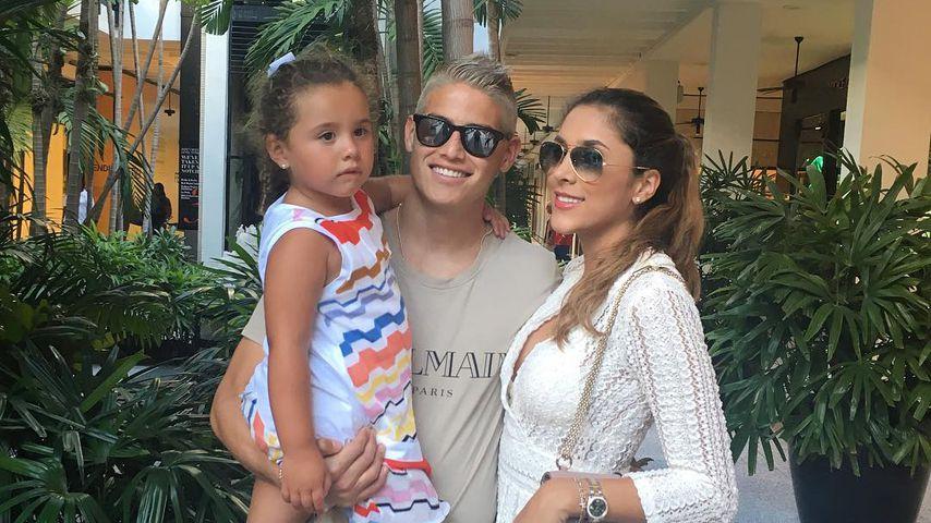 James Rodríguez mit seiner Frau Daniela und Tochter Salomé