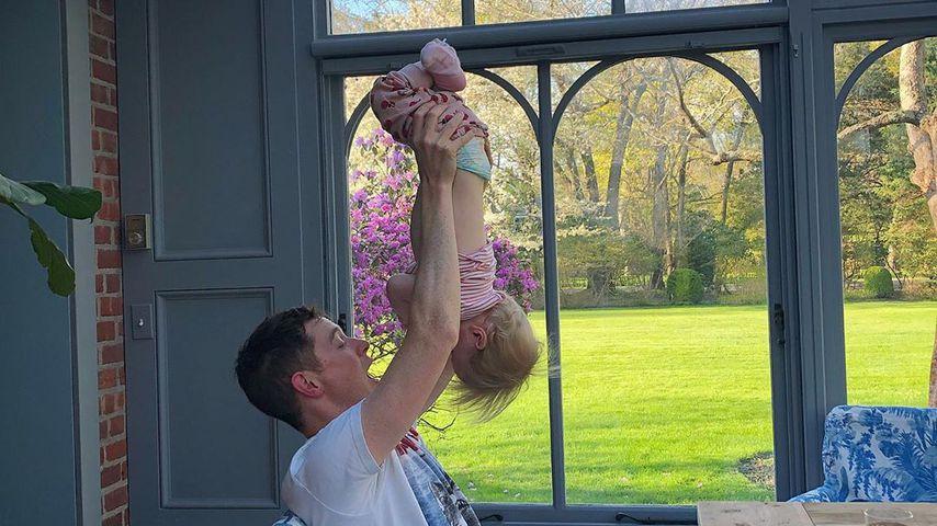 James Rothschild mit Tochter Teddy, Mai 2019